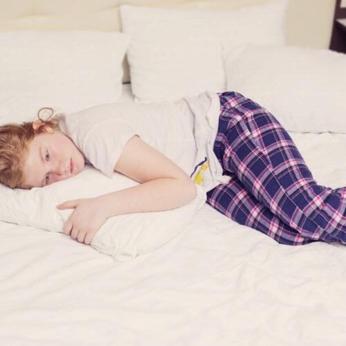 girl-teenager-bed